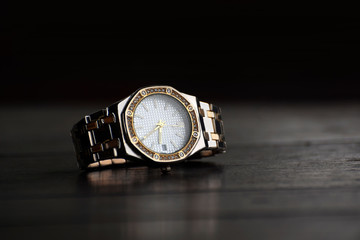 Jewelry watch It is a wrist watch that is expensive and expensive.