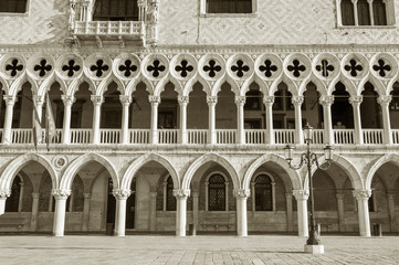 Fototapete - Architectural detail of Doge's palace in St Mark's Square in Venice (Palazzo Ducale), Italy