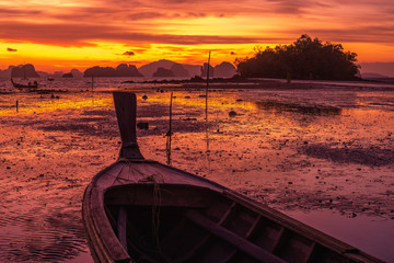 Foto auf Leinwand Hochrote Bloody sunrise with long tail boat at Koh Yao Noi, Thailand