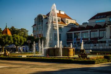 piękny miejski krajobraz wodospad fontanna