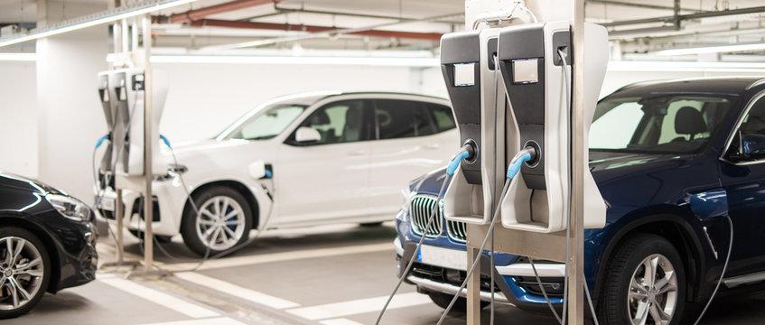 Elektroladestation für Elektroautos in einer Tiefgarage