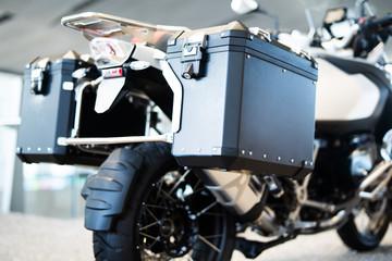 Motorrad mit Koffern, Motorradzubehör  Fototapete