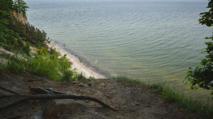 Brzeg morza, widok z klifu