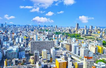 新緑の大阪府中央区方面の景観