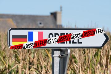 Hinweis auf geschlossene Grenze Deutschland Frankreich Fototapete