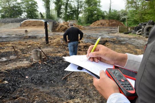 Incendie accidentel dans une bergerie, constatations expert assuranceen présence de l'agriculteur
