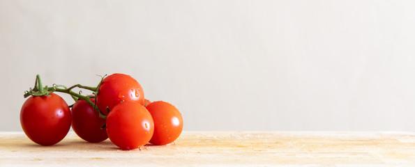 tomatoes on wooden board Fototapete