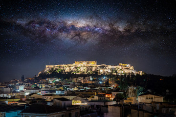 Fototapete - Konzeptualer Blick auf die Akropolis von Athen, Griechenland, mit der Milchstraße im Nachthimmel