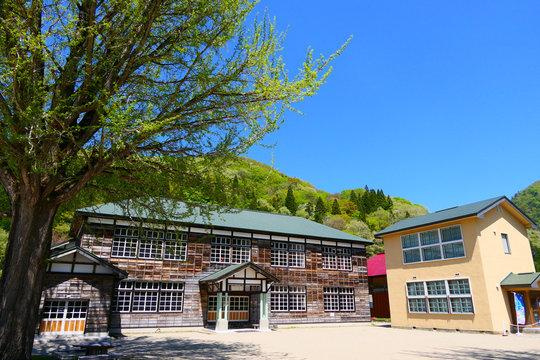 山里の小学校。喰丸、昭和、福島、日本。5月中旬。