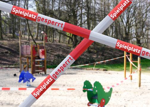 Spielplatz abgesperrt Vorsichtsmaßnahme Coronavirus