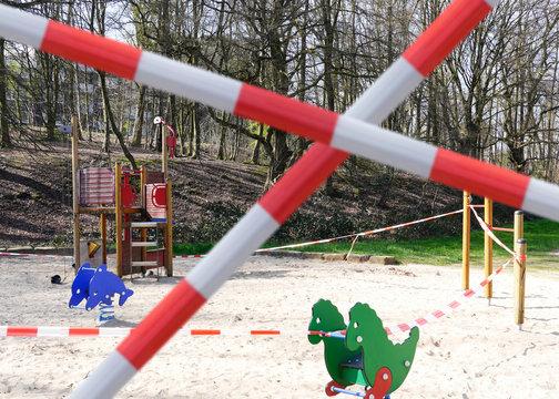 Gesperrter Spielplatz Coronavirus Regeln