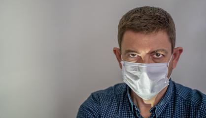 Fototapeta Coronavirus Covid 19. Homme avec masque. protection contre les virus et les infections