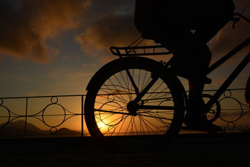 Printed kitchen splashbacks Bicycle bicycle in the sunset