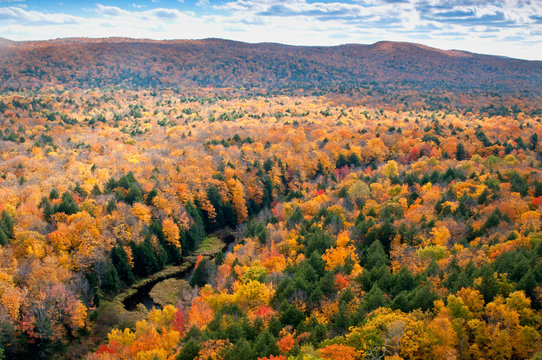 View of the Carp River Valley and autumn colors from the Lake of the Clouds Scenic Overlook, Porcupine Mountains Wilderness State Park, Michigan.