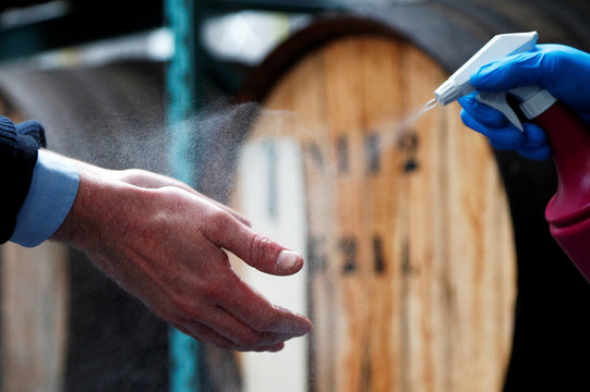 Belgian distillery switches its production from gin to disinfecting alcohol in Wichelen