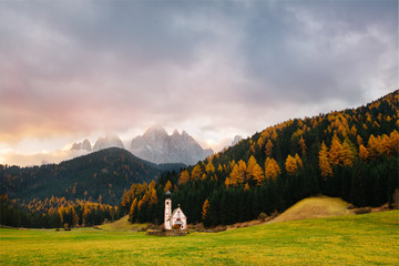 Zelfklevend Fotobehang Donkergrijs Val di Funes, Dolomites, Santa Maddalena with famous San Giovanni church and peaks of the alps, South Tirol, Italy. Popular tourist attraction. Beautiful Europe.