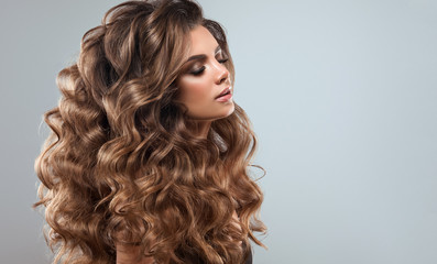 Spoed Fotobehang Kapsalon Beautiful model girl with long wavy and shiny hair . Brunette woman with curly hairstyle