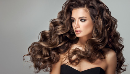 Poster Kapsalon Beautiful model girl with long wavy and shiny hair . Brunette woman with curly hairstyle