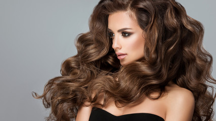 Papiers peints Salon de coiffure Beautiful model girl with long wavy and shiny hair . Brunette woman with curly hairstyle