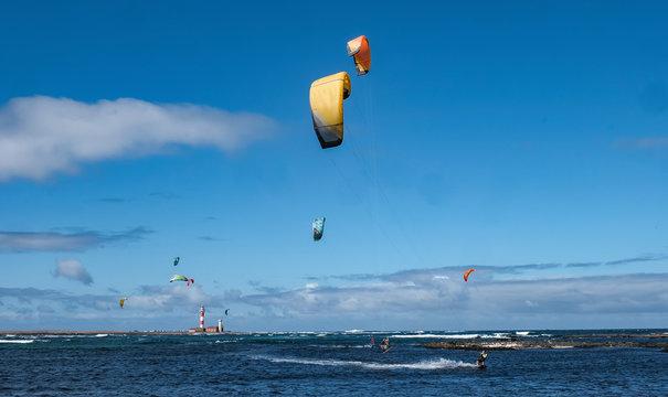 Kitsurfen an der Lagune nähe El Cotilo