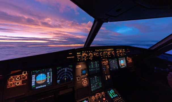 Sunset in the flightdeck of the Airbus A320