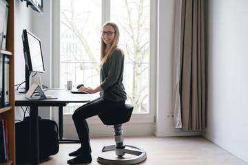 Fototapeta ergonomischer Bürostuhl Homeoffice obraz