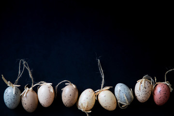 Obraz Jajka wielkanocne na czarnym tle - fototapety do salonu