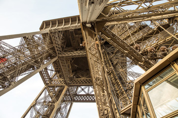 Vew of the Eiffel Tower from below .