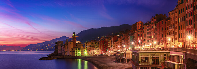 Fotorolgordijn Donkerblauw Camogli city at sunset