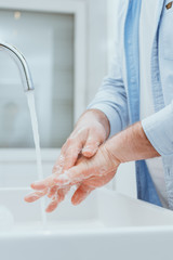 Hände waschen als Prävention gegen einen Virus. Hygiene als Schutz vor dem Corona Virus
