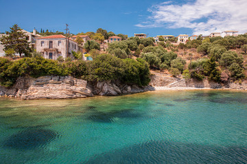 Stores à enrouleur Ile Kastos island summer picturesque nature with turquoise crystal clear water, rocks, green trees, houses - Ionian sea, Greece.