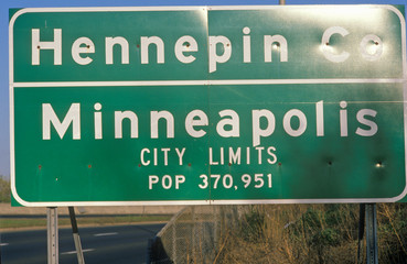 Wall Mural - Road sign of Minneapolis, MN and Hennepin