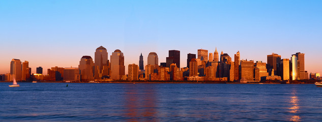 Fototapete - Panoramic view of lower Manhattan and Hudson River, New York City skyline at sunset