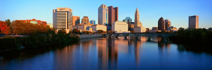 Fototapete - Scioto River and Columbus Ohio skyline, with setting sunlight