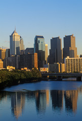 Wall Mural - Sunset over Philadelphia skyline from the Schuylkill River, PA