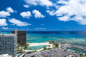 ハワイのビーチと青空(ヒルトン・ラグーンとカハナモク・ビーチ) Fototapete