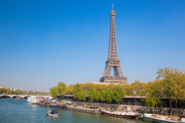 Fototapete - Paris with Eiffel Tower against boats during spring time in France