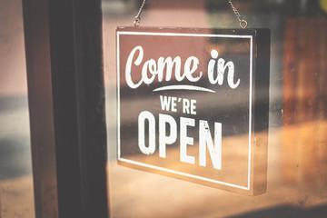 Welcome open sign on door .vintage tone. Fotomurales