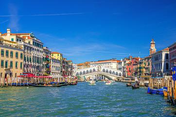 Foto op Aluminium Gondolas Venice cityscape with Rialto Bridge across Grand Canal waterway, Venetian architecture colorful buildings, gondolas, boats, vaporettos docked and sailing Canal Grande. Veneto Region, Northern Italy.