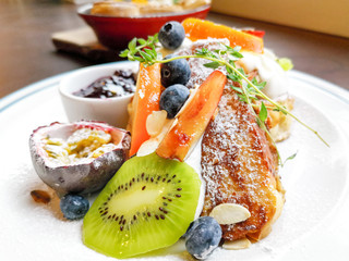 Fototapete - Delicious sweets French toasts with vanilla yogurt, blueberries jam and fresh fruits for a vitamin breakfast.