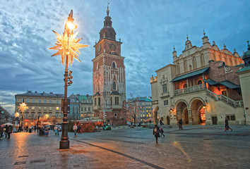Autocollant pour porte Cracovie Cloth Hall and Town Hall Tower in the Main Market Square of the Old City in Krakow in Poland at Christmas time