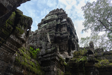 Foto op Canvas Historisch mon. From below scenic landscape of ruins of ancient Hindu temple of Angkor Wat in Cambodia