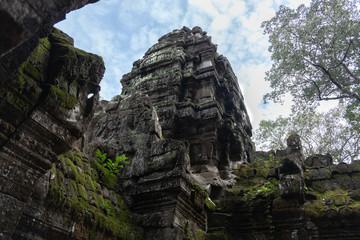Keuken foto achterwand Historisch mon. From below scenic landscape of ruins of ancient Hindu temple of Angkor Wat in Cambodia