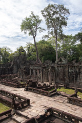 Keuken foto achterwand Historisch mon. Scenic landscape of ruins of religious Hindu temple of Angkor Wat in tropics in Cambodia