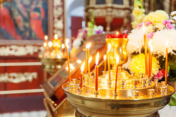 Papiers peints Moyen-Orient Orthodox Church. Christianity. Festive interior decoration with burning candles and icon in traditional Orthodox Church on Easter Eve or Christmas. Religion faith pray symbol.