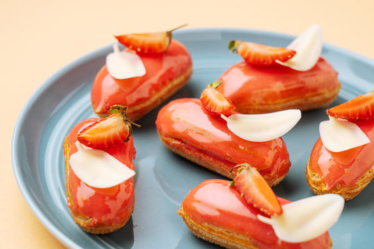 Strawberry eclairs with white chocolate leaves