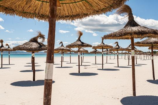 Corona Virus Urlaubssperre. Ausgehsperre. Mallorca Strand