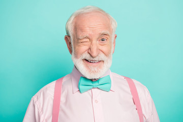 Close up photo of imposing dreamy candid old man wink blink enjoy cool best weekend wear good look clothing isolated over green color background