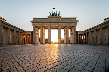 Aluminium Prints Berlin Brandenburg gate in spring without tourists during corona lockdown