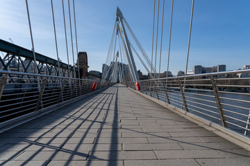 Empty Jubilee Bridge on river Thames under coronavirus lockdown Fotomurales